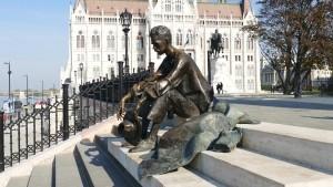 bronze-statue-1018327